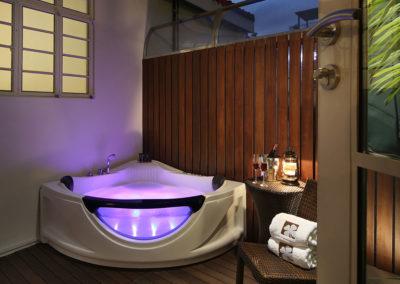 Hydro Bath - Premier Outdoor Jacuzzi